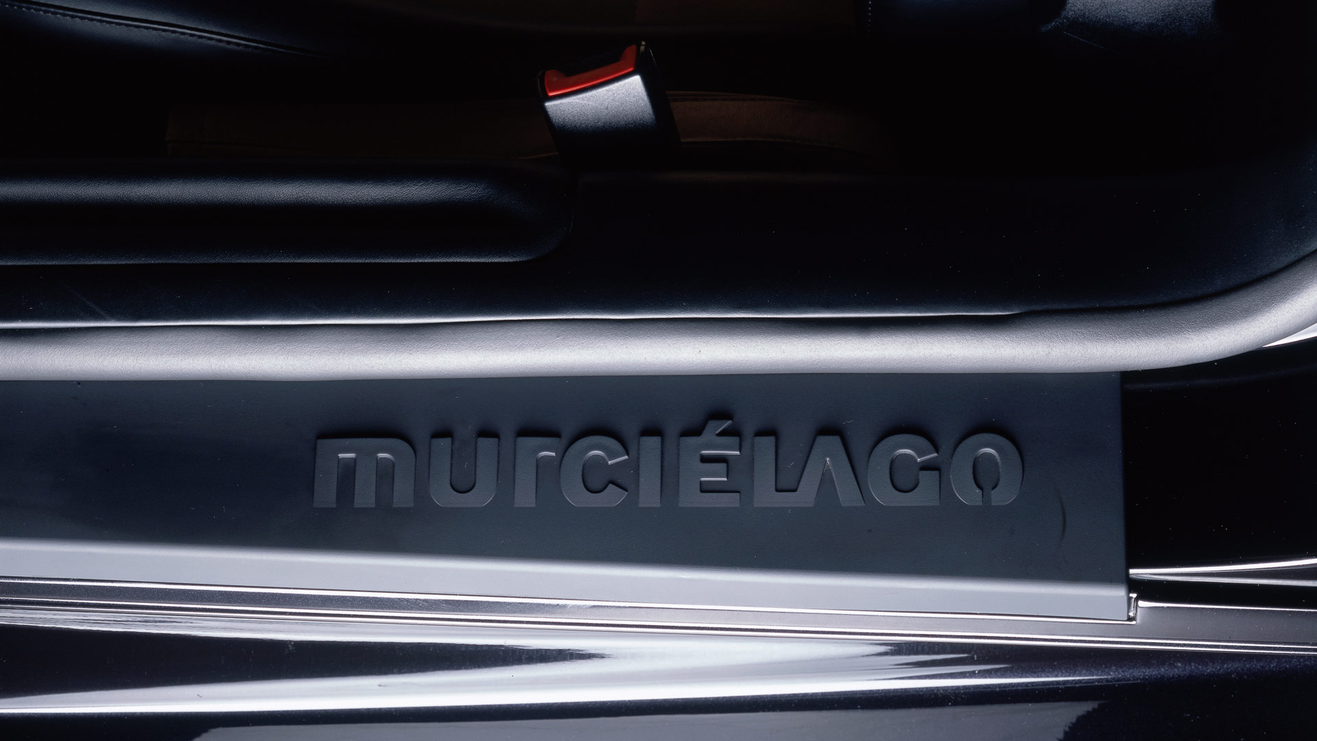 The name of the Murcielago model is written on the side skirts of the car.