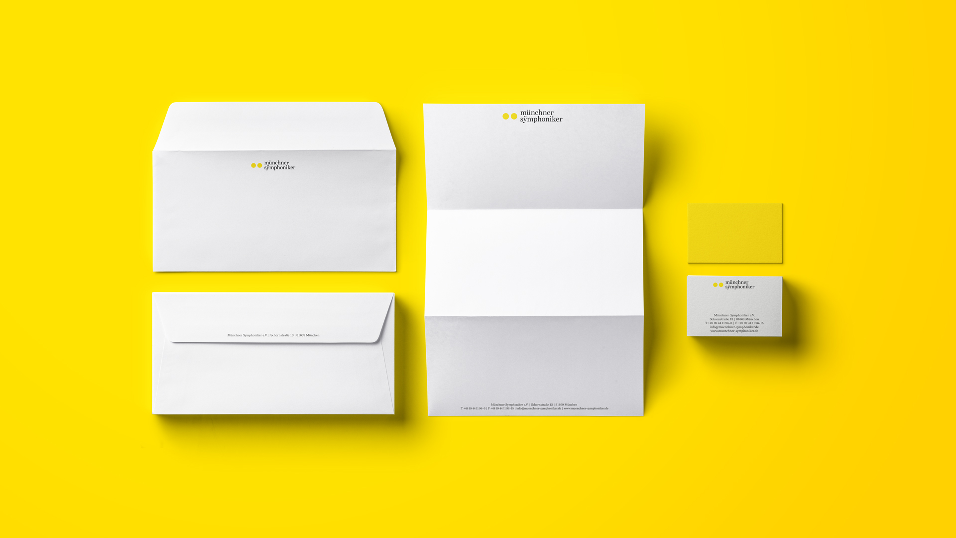 The new business equipment of the Munich Symphony Orchestra is located on a yellow background.