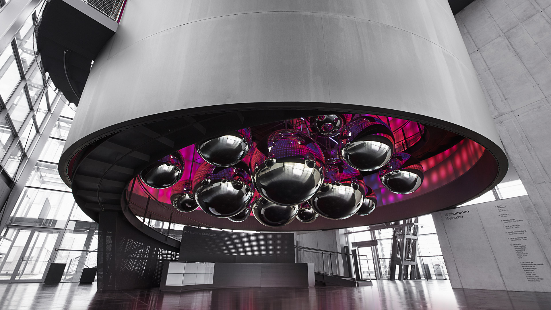 Many hanging steel balls form a sculpture in the entrance hall of the Voestalpine Stahlwelt.